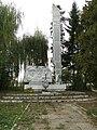 Пам'ятник радянським воїнам, полеглим в II світовій війні за встановлення радянської влади, с. Чорнолізці.jpg
