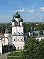 Ростовский Кремль, вид с башни на Церковь Иоанна Богослова.JPG