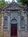 Склеп-надгробок на могилі родини Диатиловичів (Байкове кладовище, Київ).jpg