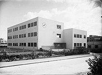 הבניין החדש של בית הספר בצילום של זולטן קלוגר, כנראה משנת 1935.jpg