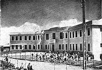 הכשרת שטח בידי התלמידים לגינת הירקות הראשונה של בית הספר. צילום משנת 1929 מתוך חוברת בבעברית ואידיש בהוצאת קרן היסוד.jpg