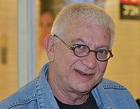 """מיכה פרידמן באולפן """"תעודת עיתונאי"""" עם רועי כ""""ץ ברדיו תל אביב (cropped).jpg"""