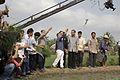 นายกรัฐมนตรี โยนกล้า ณ แปลงนาโยนกล้า หมู่ที่ 8 ตำบลคล - Flickr - Abhisit Vejjajiva (6).jpg