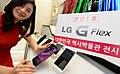 'LG G 플렉스' 양산 1호 대한민국역사박물관 전시.jpg