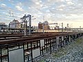 從嘉義鐵道藝術村看向嘉義車站月台與台鐵EMU800型電聯車一景.jpg