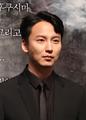 김남길 Kim Nam-gil 20161109 02.png