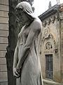 061 Sector de Santa Eulàlia, escultura femenina i panteó Vilà.jpg