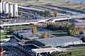 075R16181080 Donauturm, Blick vom Donauturm, Bau der Reichsbrücke, Abfahrten, Ersatzbrücken, Kaisermühlen, im Vordergrund restliche Hallen der WIG 64.jpg