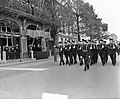 100 jaar KIM Den Helder bezoekdag koningin Juliana. Defilé, Bestanddeelnr 906-7882.jpg