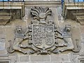155 Palacio de Ferrera, pl. España 9 (Avilés), escut de Pedro de León y Menéndez de Avilés.jpg