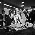 18.05.76 à l'école vétérinaire de Toulouse, opération d'un brocard jeune cerf (1976) - 53Fi907.jpg