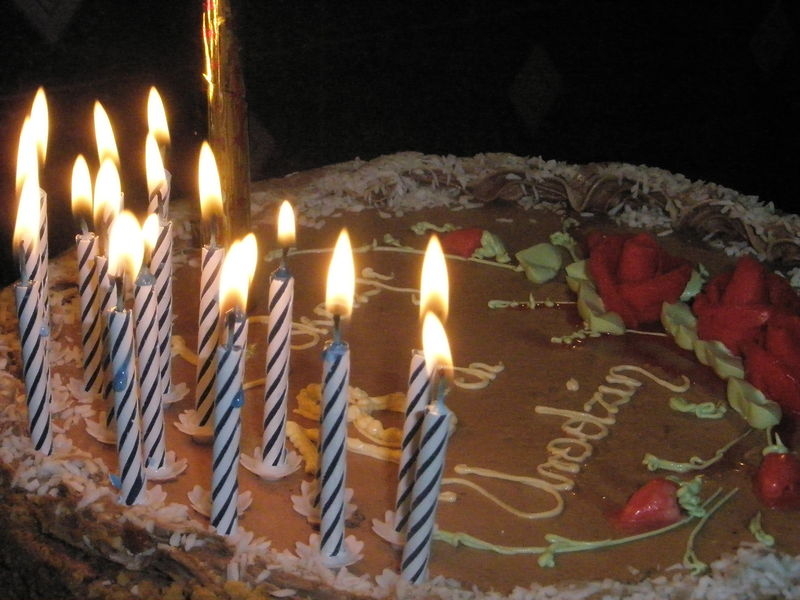 File:18 years - birthday cake.JPG