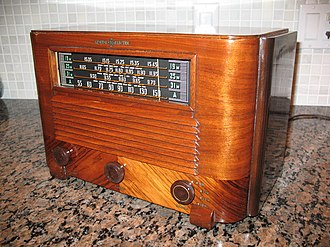 Antique radio - Wood tabletop set from 1941