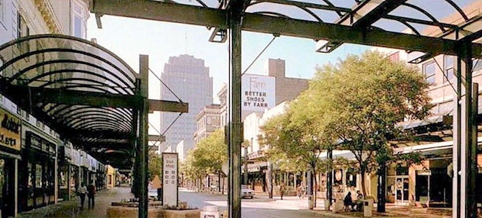 1974 - Hamilton Mall Image