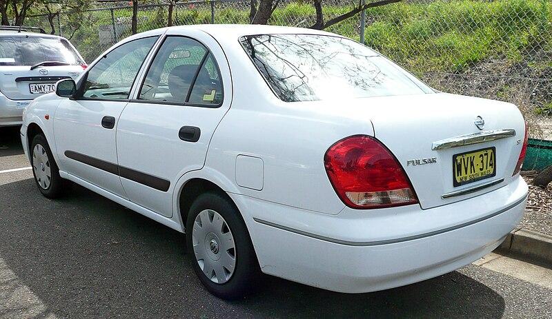 Sutherland Nissan Description 2003 Nissan Pulsar (N16 S2) ST sedan (2009-11-12) 02.jpg