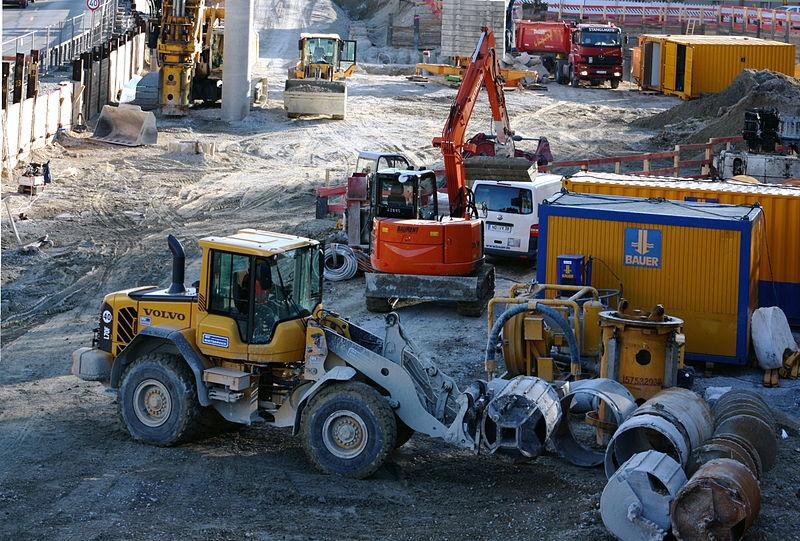 File:2010-03-Baugrube Garmischer Straße - Blick Richtung Süden.JPG
