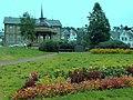 2010-08-02 - Tromsø - Pavillion im Park mit Denkmal Haakon Vll Norges Konge 1905-1957 - panoramio.jpg