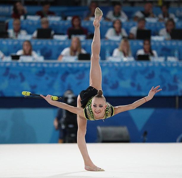 File:2018-10-16 Gymnastics at 2018 Summer Youth Olympics – Rhythmic Gymnastics - Clubs final (Martin Rulsch) 154.jpg