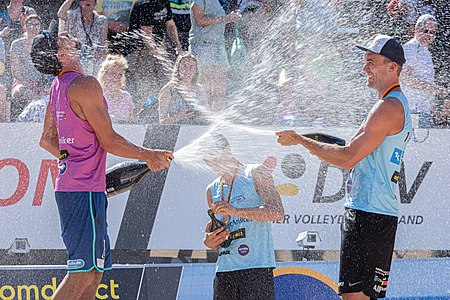 BeachVolleyball, Techniker beach tour Nuremberg; Champagne shower after the award ceremony