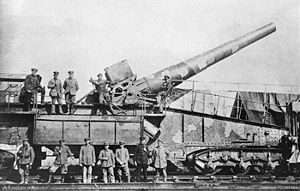 "28 cm SK L/40 ""Bruno"" - side view of a ""Bruno"" and its crew in 1918"