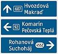 420-62 Jednoduchý smerník (2-riadkový, s číslom cesty, bez vzdialenosti k cieľu).jpg