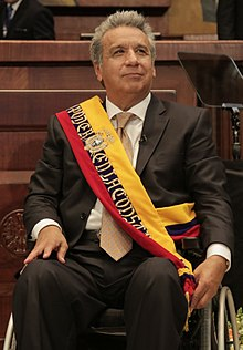 https://upload.wikimedia.org/wikipedia/commons/thumb/3/31/A_Len%C3%ADn_Moreno_%28Transmisi%C3%B3n_del_Mando_Presidencial_Ecuador_2017%29.jpg/220px-A_Len%C3%ADn_Moreno_%28Transmisi%C3%B3n_del_Mando_Presidencial_Ecuador_2017%29.jpg