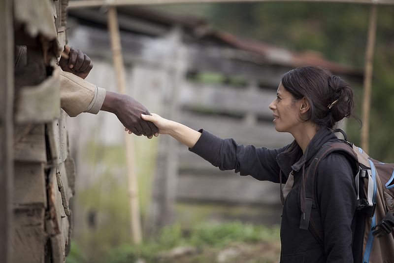 File:A human rights officer of MONUSCO extends her arm to a prisoner as a sign of encouragement (12322817845).jpg