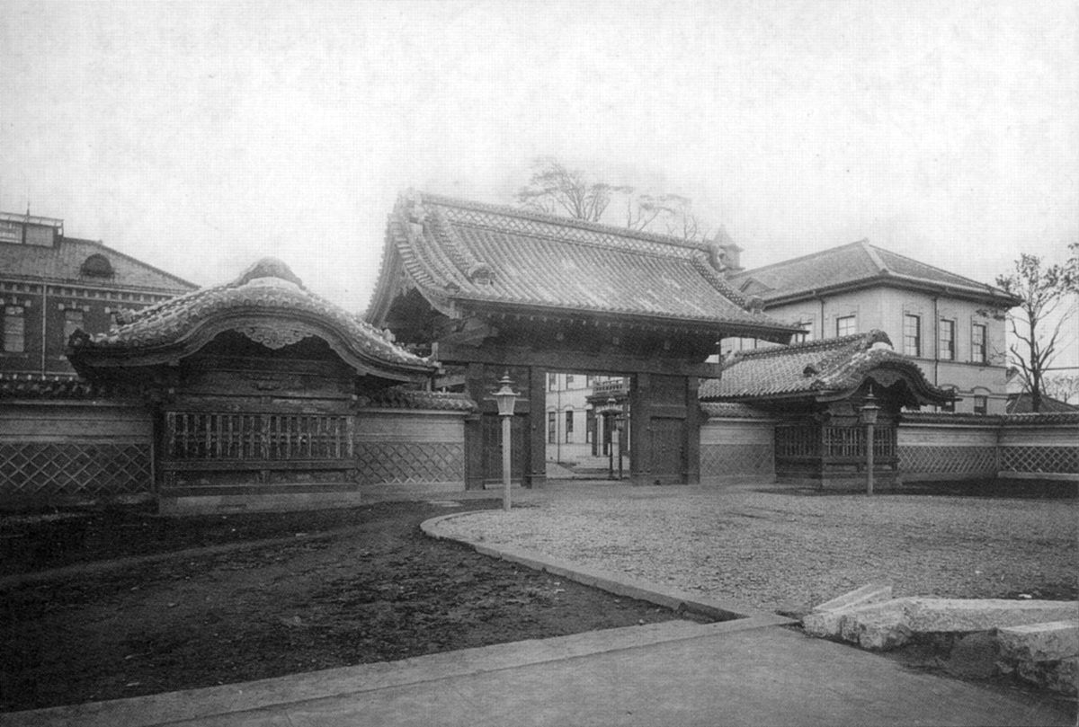 Akamon ca. 1910.jpg
