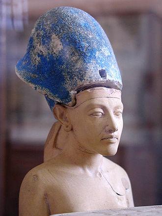 Khepresh - Image: Akhenaten with blue crown