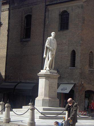Alessandro Tassoni - Alessandro Tassoni monument, below the Ghirlandina