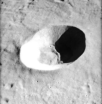 Alfraganus (crater) - Oblique view of Alfraganus from Apollo 16 Panoramic Camera