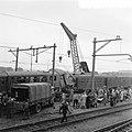 Als gevolg van een foutieve wisselstand botste bij het station Elst de sneltrein, Bestanddeelnr 906-7826.jpg