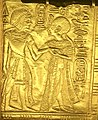Ankhesenamun holding Tutankhamen's arm.jpg
