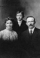 Anna Hals med Axel Ludvig Larsen og Harald (8683483175).jpg