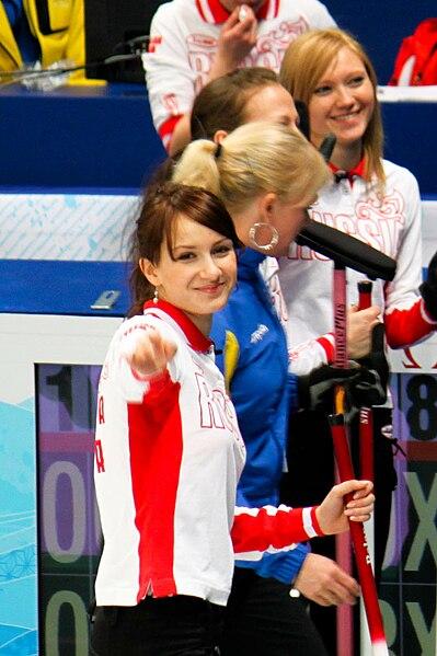 美しい微笑みのアンナ・シドロワ