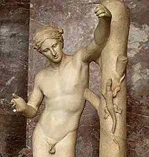 Apollo Saurocton Louvre (cropped)