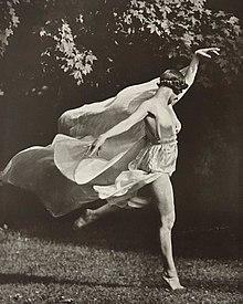 Dancer Isadora Duncan women\u2019s Ankle Socks