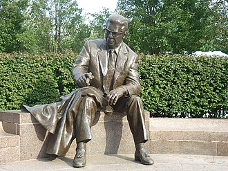 Art Rooney - A statue of Art Rooney at Heinz Field