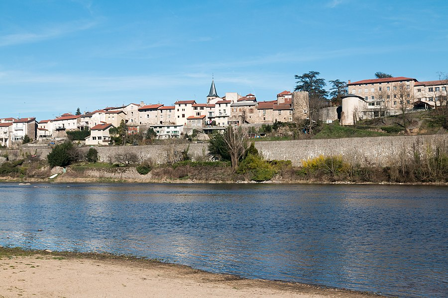 English:  The river Loire upstream of Aurec sur Loire