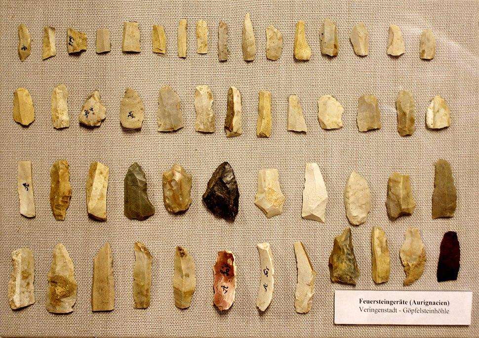 Aurignacien - Feuersteingeräte. Fundstücke aus der Göpfelsteinhöhle in Veringenstadt