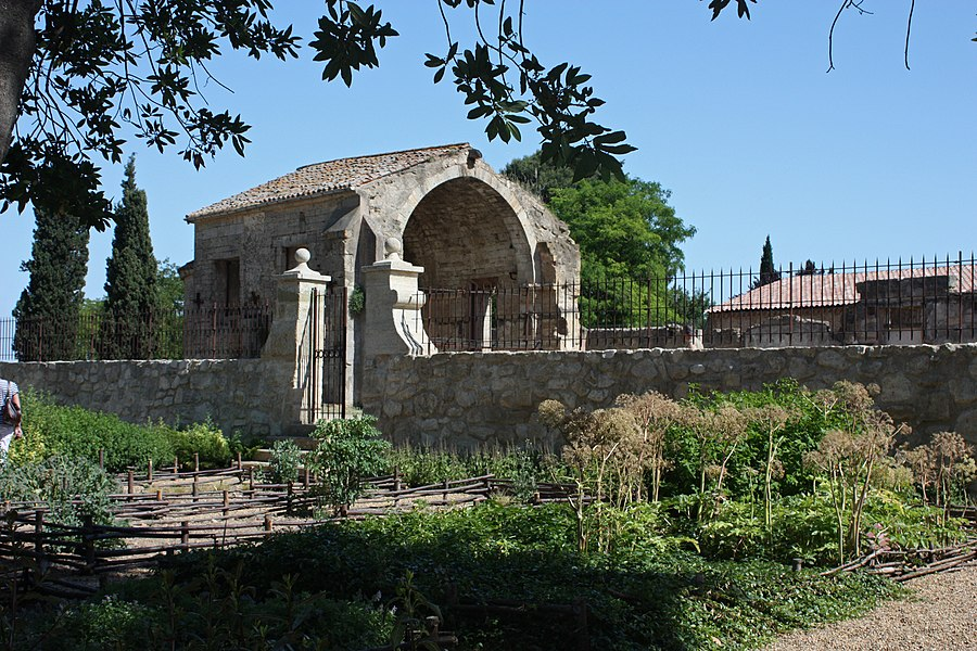 """English:  The square of vertpot (greens). In the background of the chapel nave """"San Joan dos Annels""""."""