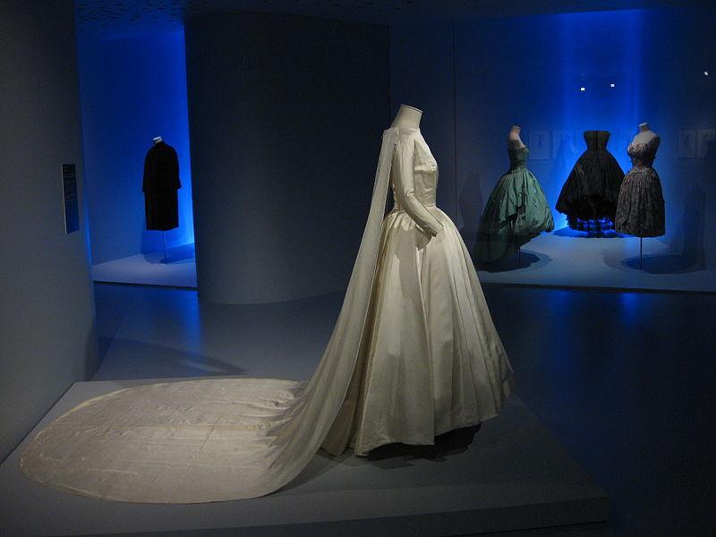 File:Balenciaga Museoa exhibit 05.JPG