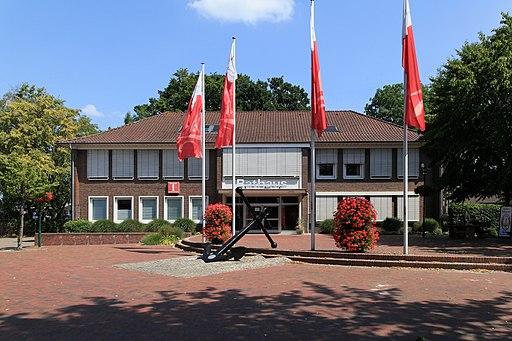 Barßel Theodor Klinker Platz + Rathaus 01 ies