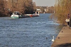 Barge Sea-Bird on the river Seine in Rueil-Malmaison 001.JPG