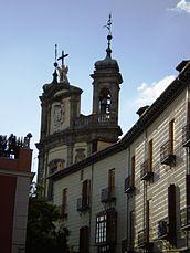 Las torres con chapiteles de la basílica asoman por encima del Palacio Arzobispal de Madrid.