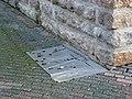 Bas-relief Archeologische Opgravingen, Matt Mullican - Kunstroute De Rode Loper Eindhoven (2).JPG