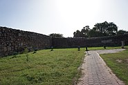 Bastion of Jahanpanah meets the wall of Rai Pithora fort