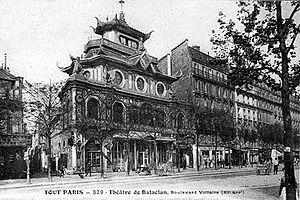 Il Bataclan con la facciata originale attorno al 1900