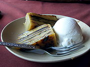 tradiçao portuguesa na cozinha na India 180px-Bebinca_com_gelado