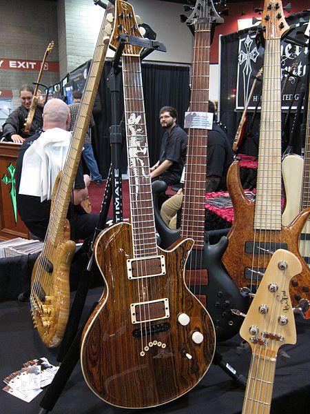 File:Benavente Guitars & Basses, LowEndBassShop.com, 2010 Summer NAMM.jpg